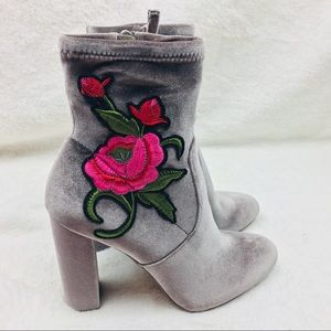 Steve Madden Gray  Embroidered Booties Size 7.5M